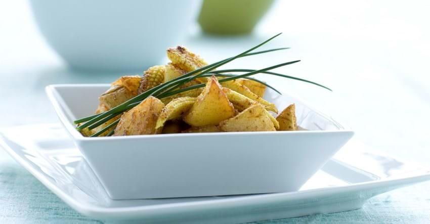 Kartofler og majs i karrysauce