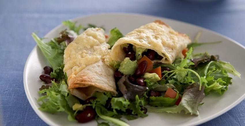 Tortillas med bønner og avocado