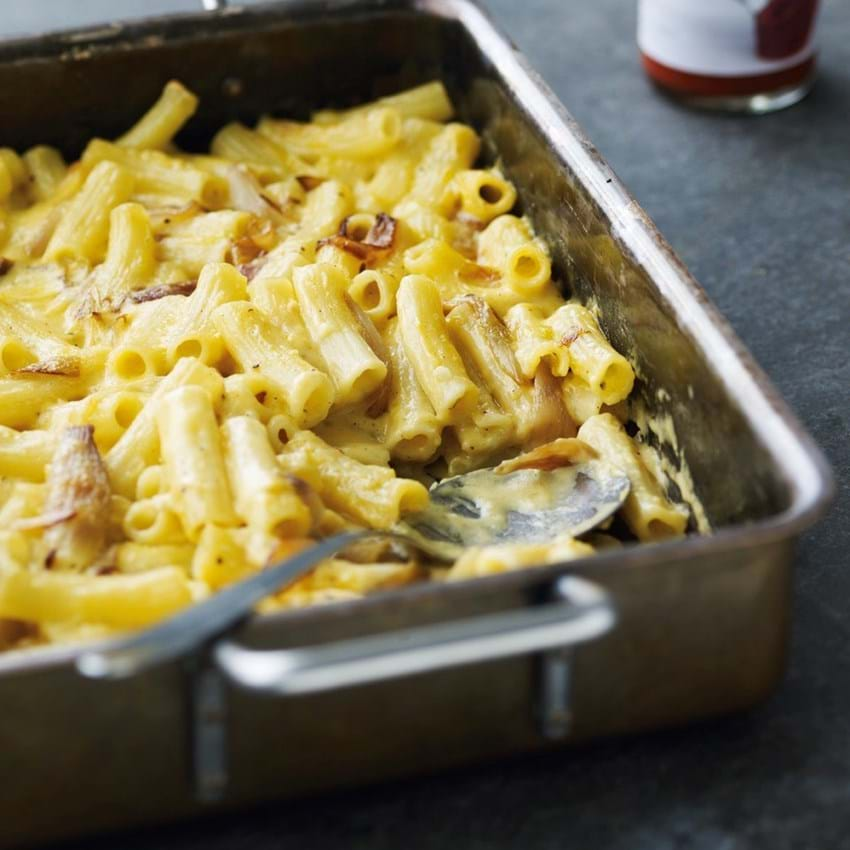Macaroni and cheese med bløde løg