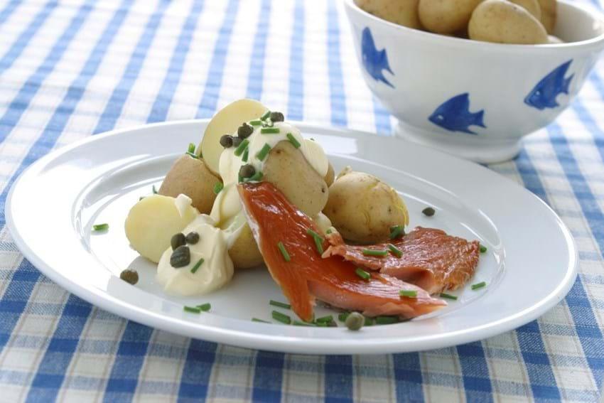 Ørredfilet med nye kartofler og citronfløde