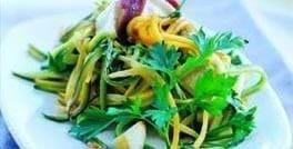 Ristede courgetter med hvidløg og gedeost