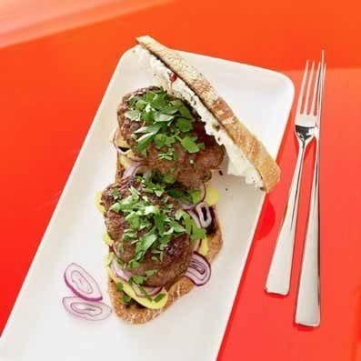 Sandwich med sort olivencreme og kartofler