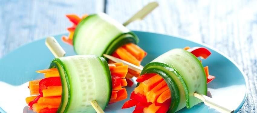 Agurkeruller med gulerødder og rød peber