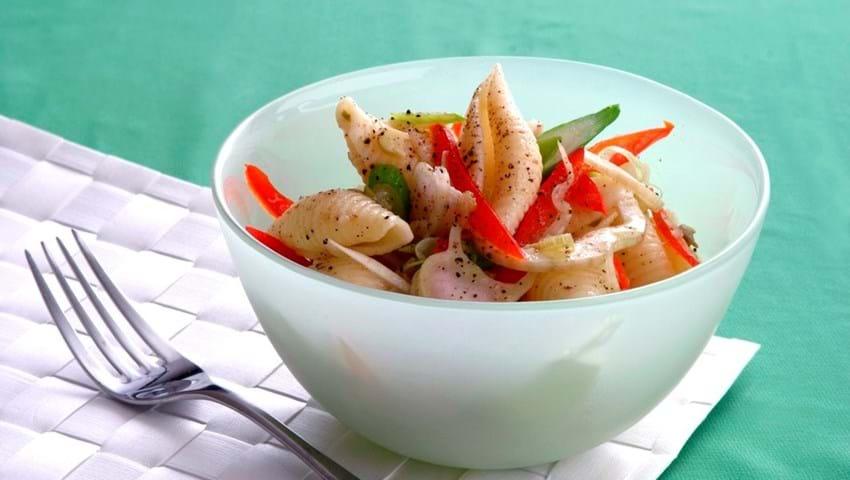 Lun grøntsags-pasta salat