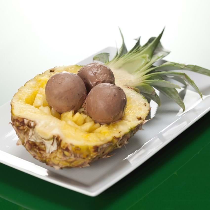 Ananas med chokoladeis