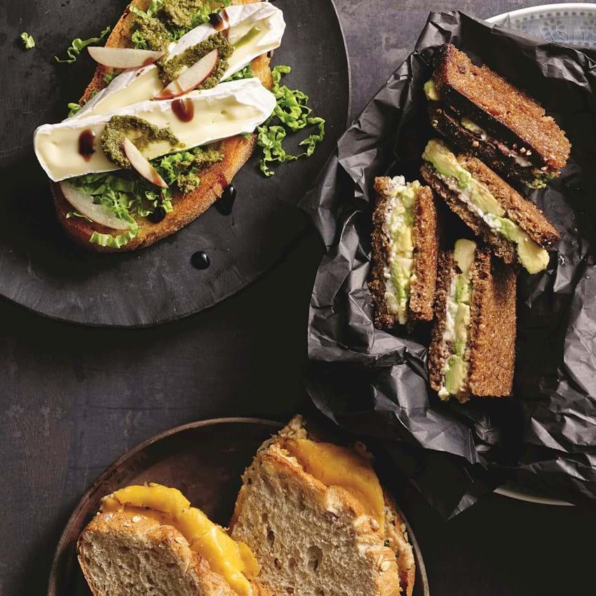 Rugbrødstoast med avocado og hvidost