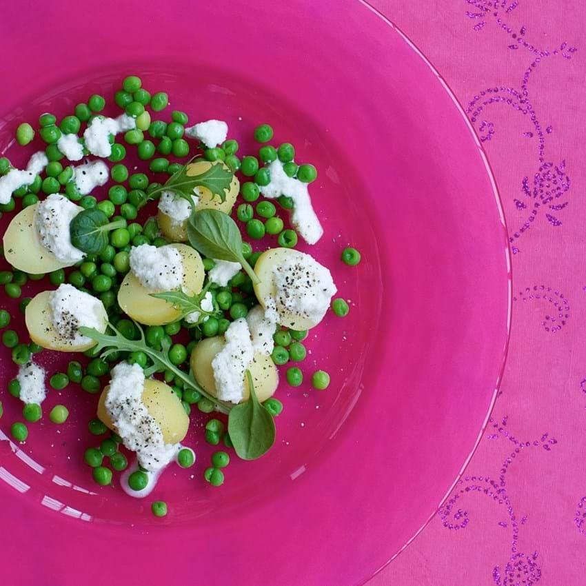 Kartoffel- og ærtesalat med blomkålscreme