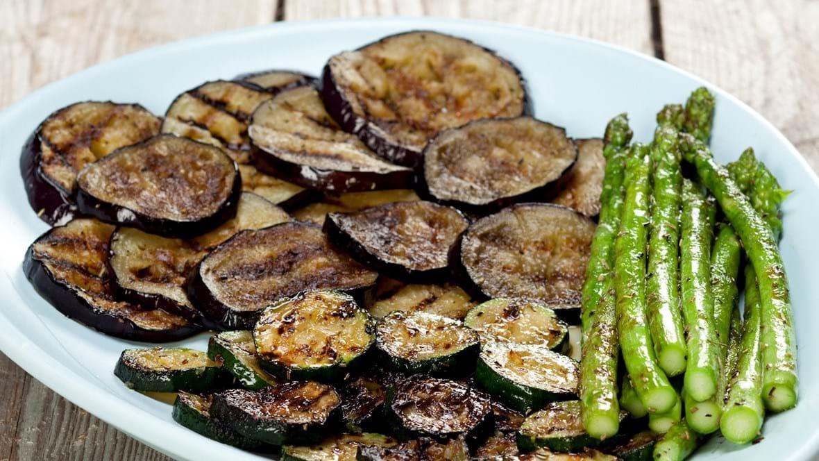 Antipasti – grillet aubergine, squash og grønne asparges
