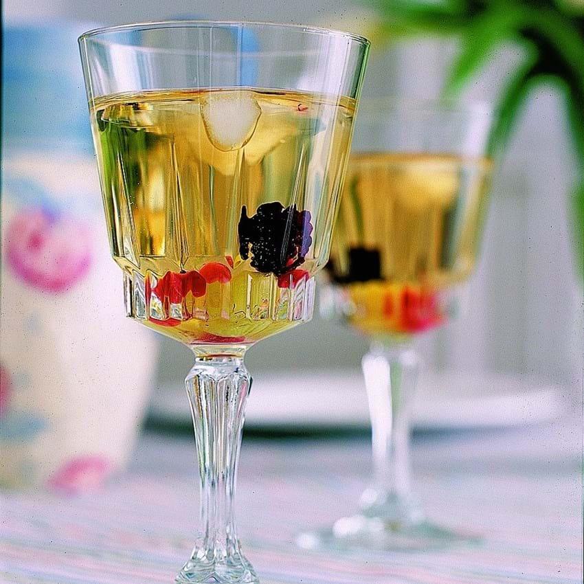 Hvidvin med hyldeblomst