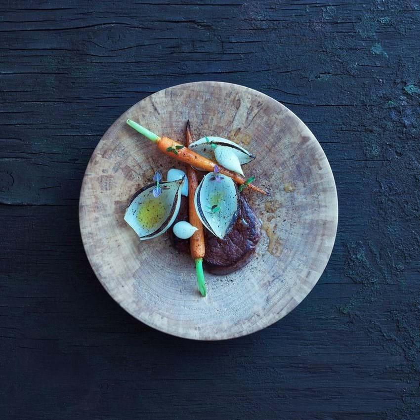 Stegt tykstegsfilet med løg og gulerødder