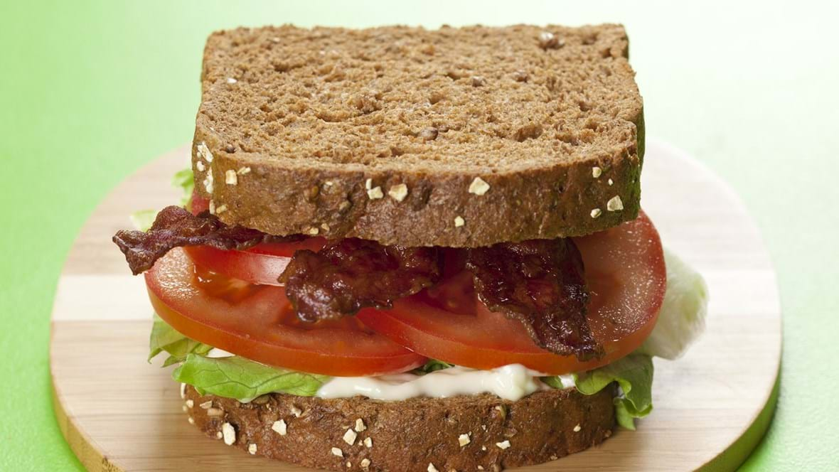 BLT – sandwich med bacon, salat og tomat