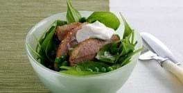 Stegt andebryst med ærte-spinatsalat