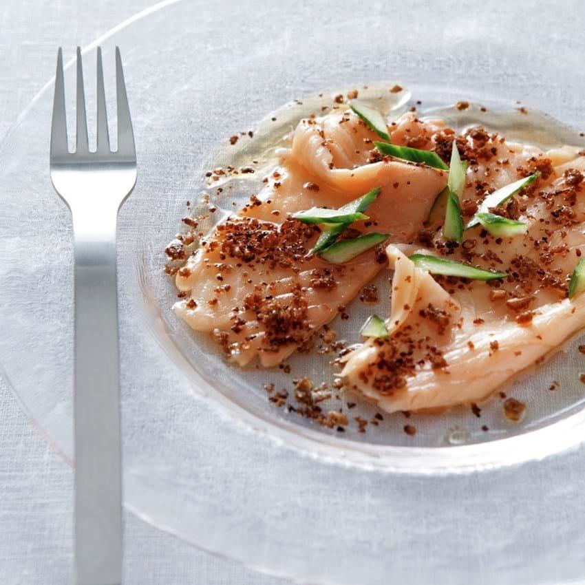 Sød-sur østersølaks med rugbrødskrymmel