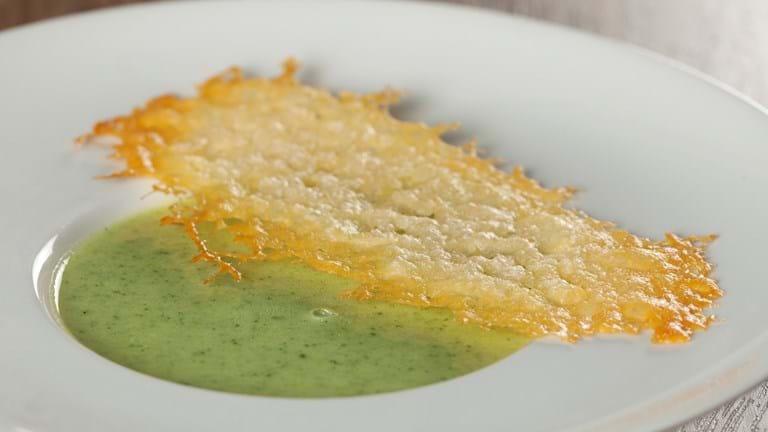 Broccolisuppe med parmesantwill