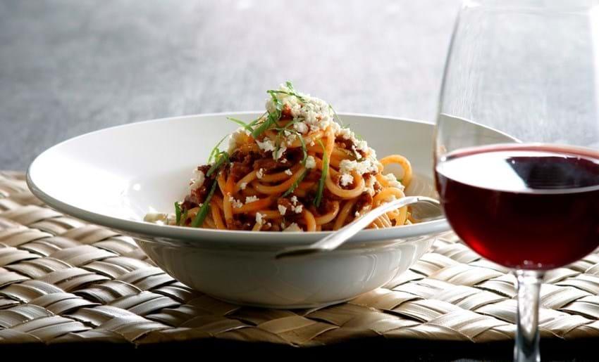 Spaghetti med oksekød og fetadrys