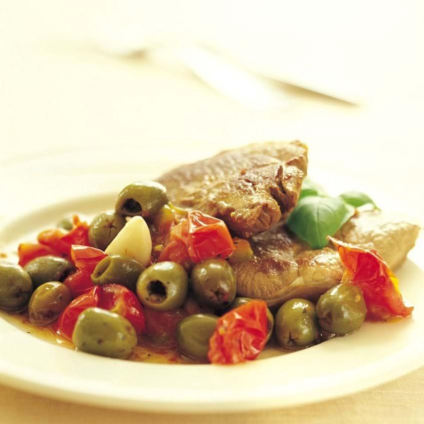 Lammesteaks med tomat og oliven