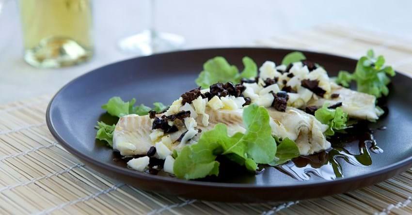Dampet torsk med æg og oliven