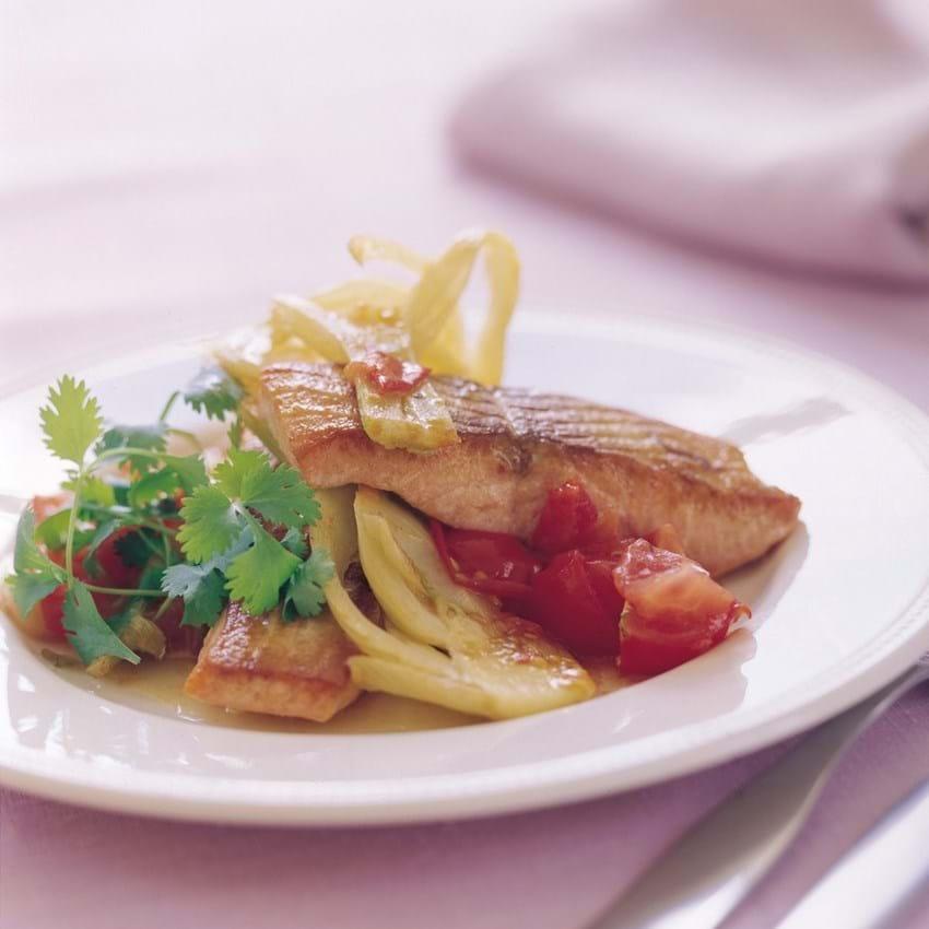 Stegt ørred med fennikel og tomat