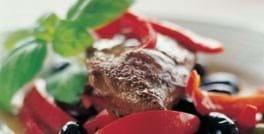 Strudsesteak med rød peberfrugt og oliven