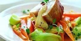 Kalkunfilet med mozzarella og ragout af gulerødder og porrer