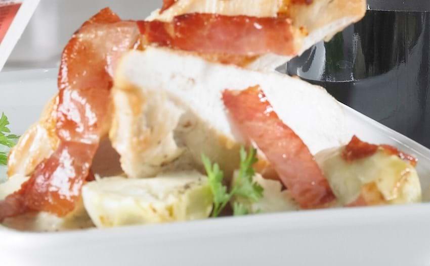 Kyllingebryst med lufttørret skinke, artiskok og kørvel