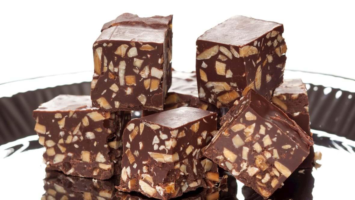 Chokolade-nougat med ristede mandler