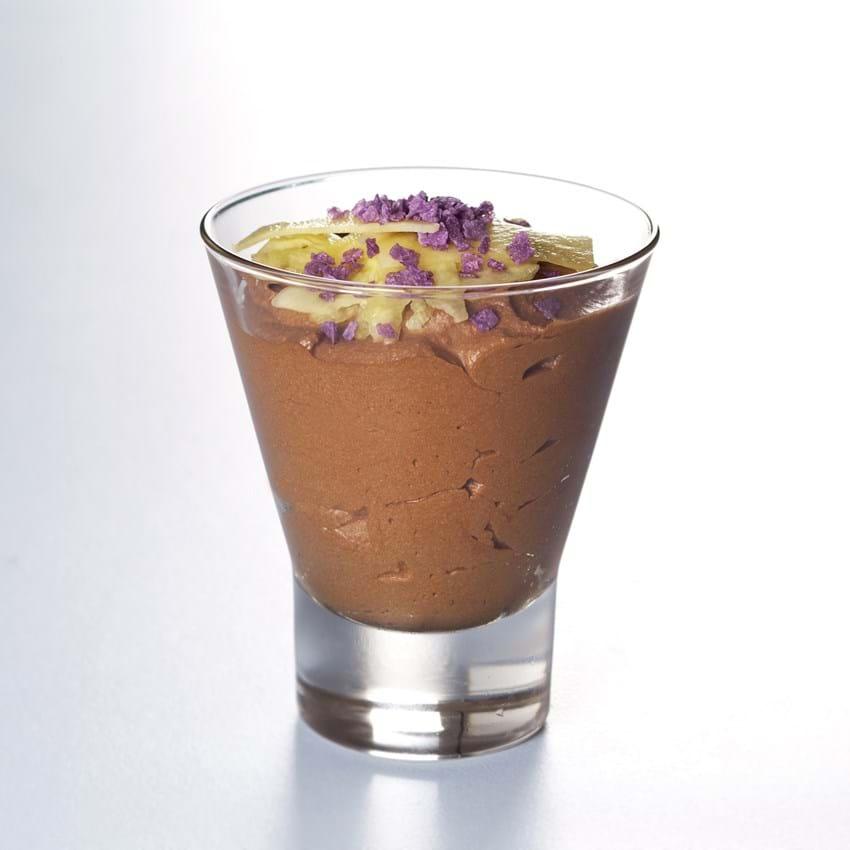 Chokolademousse med ananas og kandiserede violer