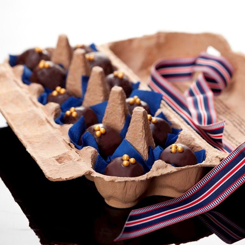 Chokoladeovertrukne marcipankugler med figner og Baileys