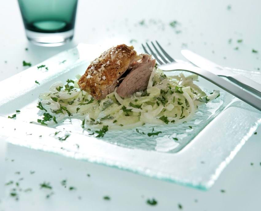 Lammesteg med fennikel- og løgsalat
