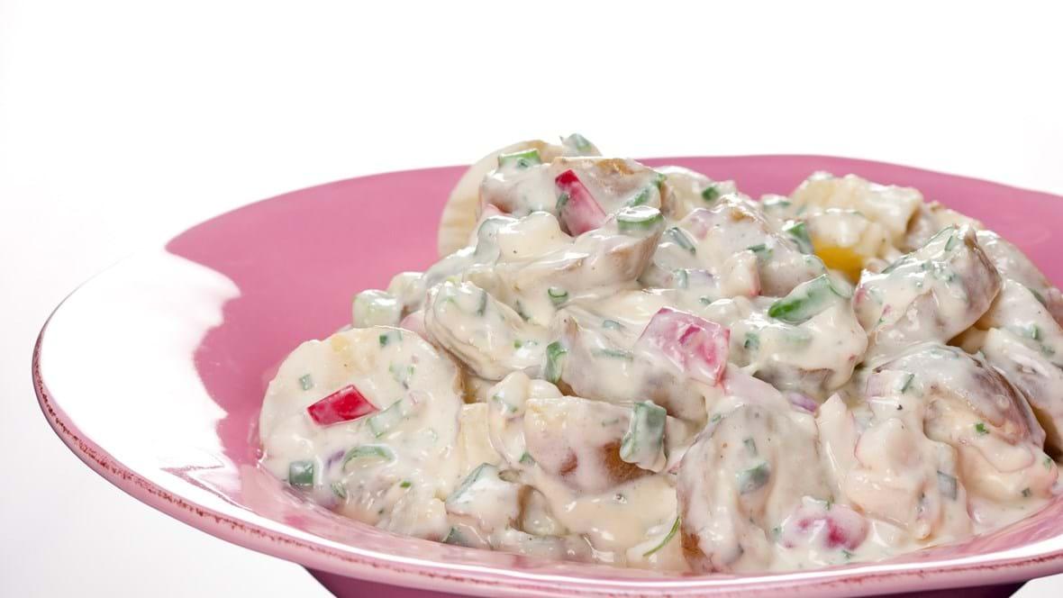 Cremede kartofler med radiser og tre slags løg