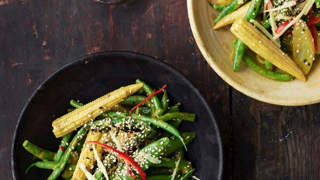 Lynstegte grøntsager med karry