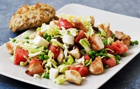 Salat med kylling, spidskål og vandmelon