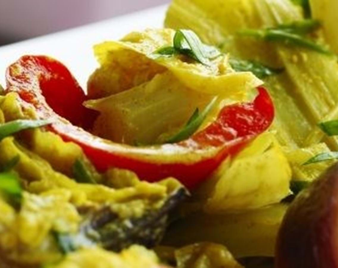 Bagte grøntsager i gurkemejesauce