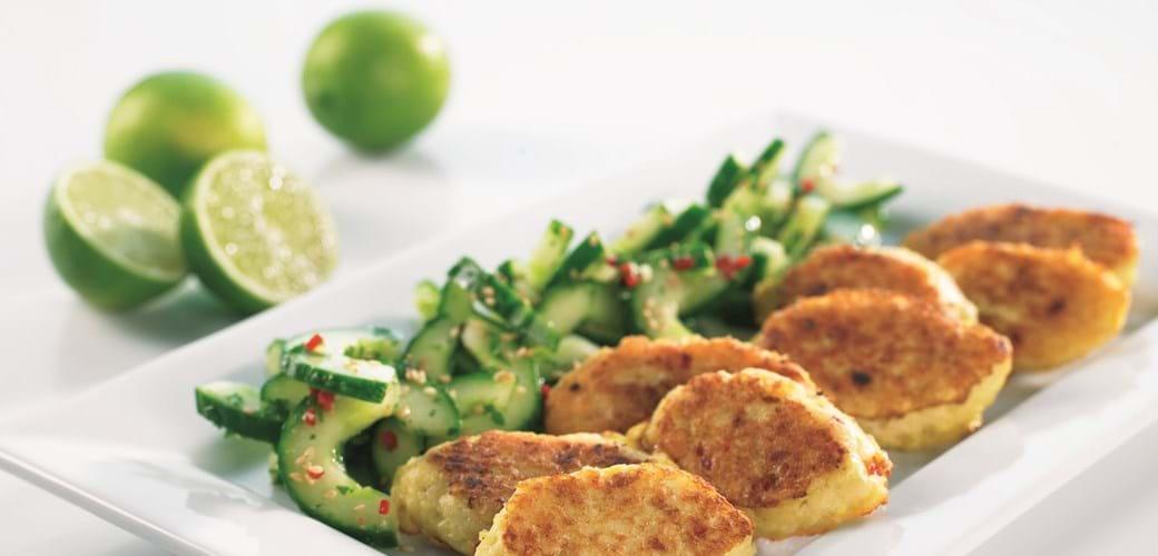 Thai-fiskefrikadeller med asiatisk agurkesalat