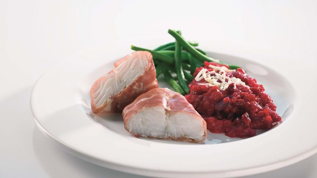 Bagt torsk med parmaskinke og rødbedekartoffelmos