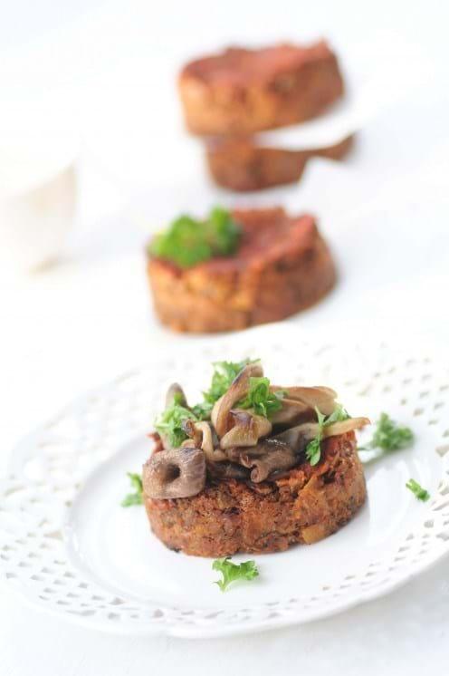 Rødbedebøffer med ristede svampe (Kirsten Skaarup)