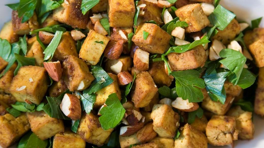 Tofutern med karry og ristede mandler (Lisbeth Tordendahl)
