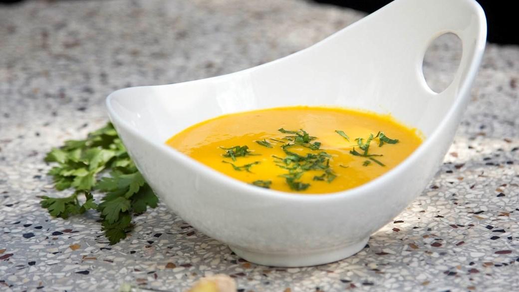 Gylden suppe med ingefær (Lisbeth Tordendahl)