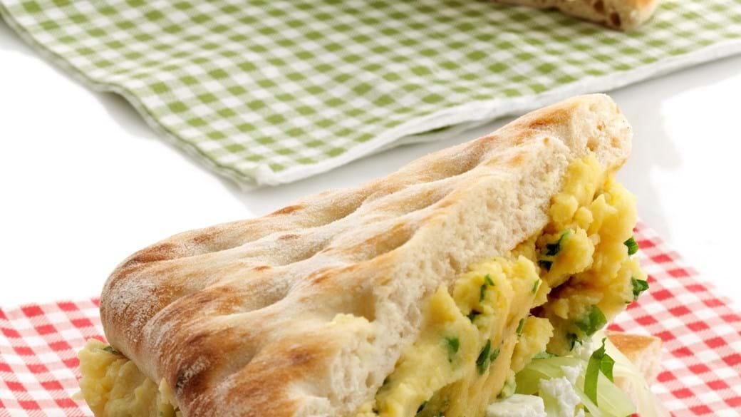 Fyldte flade brød med ærte-hummus