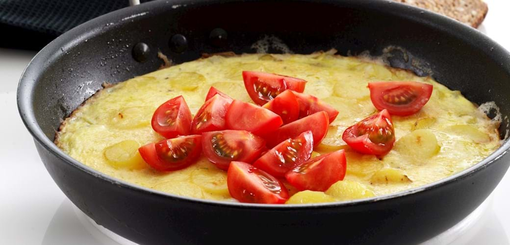 Omelet med kartofler og lidt ost
