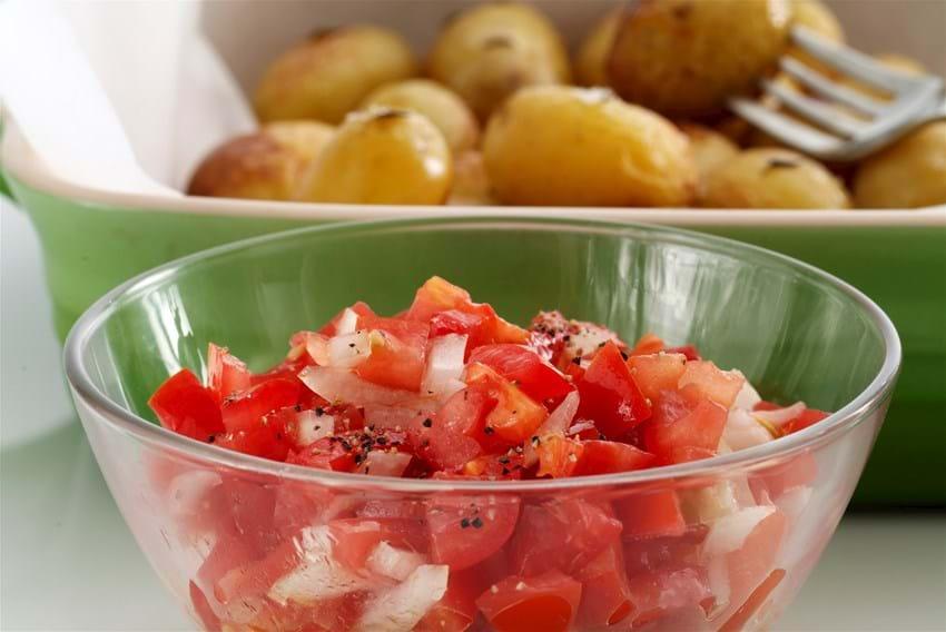 Små kartofler med tomatsalsa