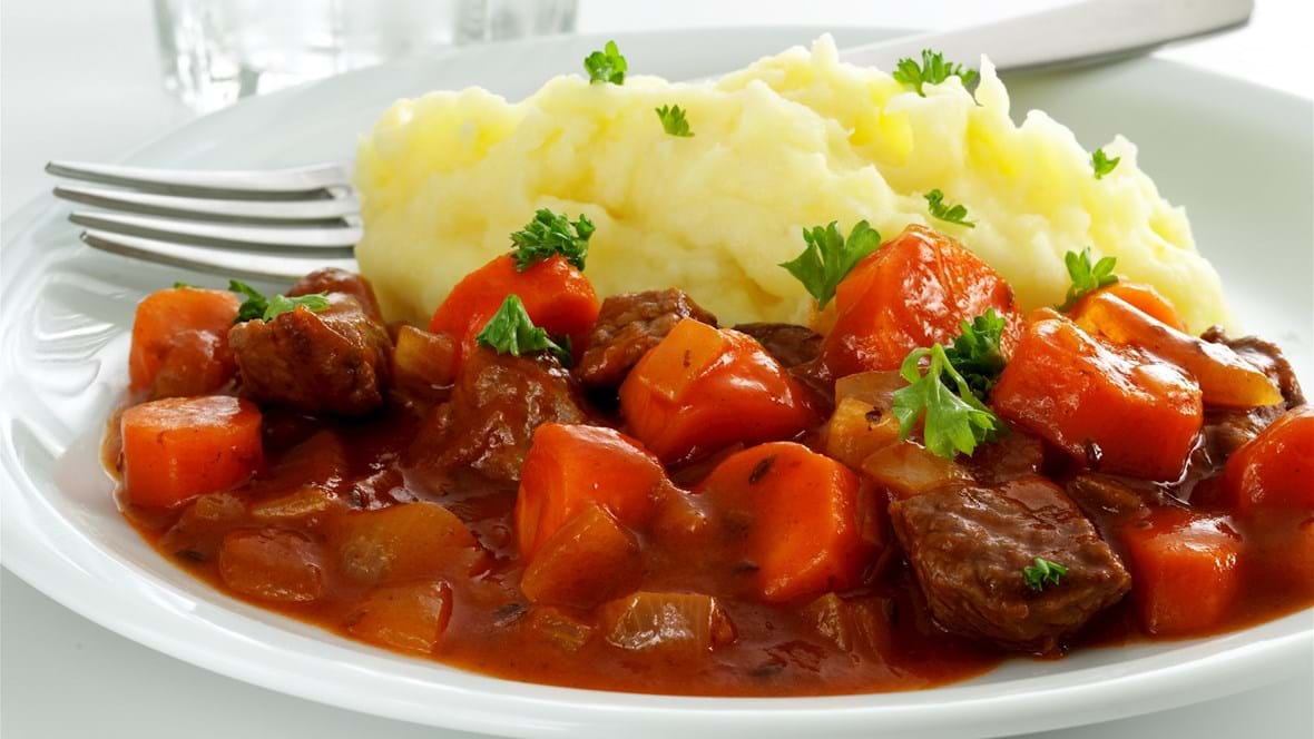 Gullash med paprika og kartoffelmos