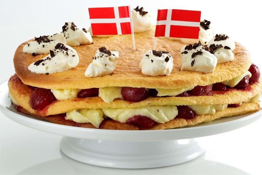 Fødselsdagslagkage med vaniljecreme og jordbær