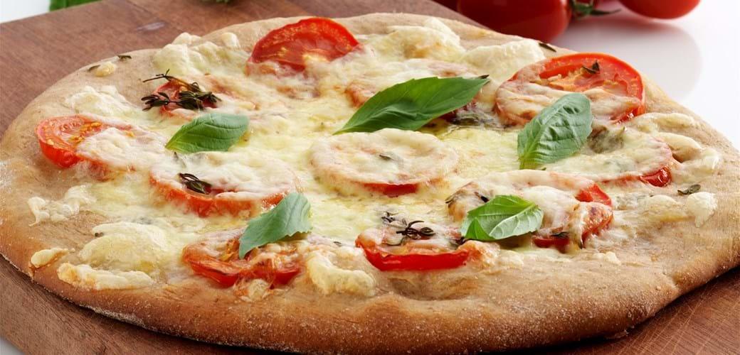 Tomatpizza med grov bund