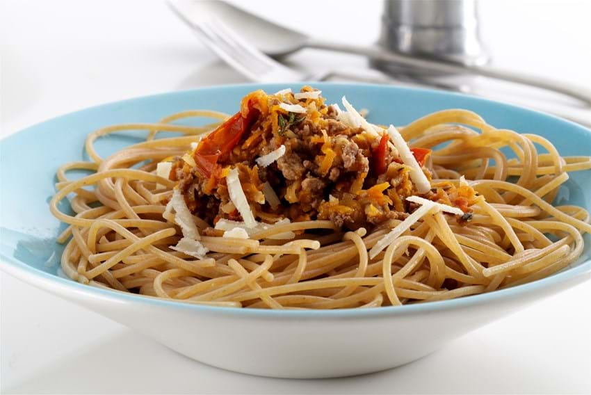 Spaghetti med kødsovs og rodfrugter