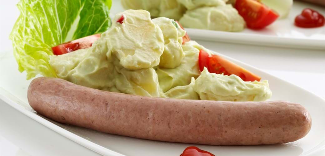 Kartoffelsalat med pølser og avocadodressing