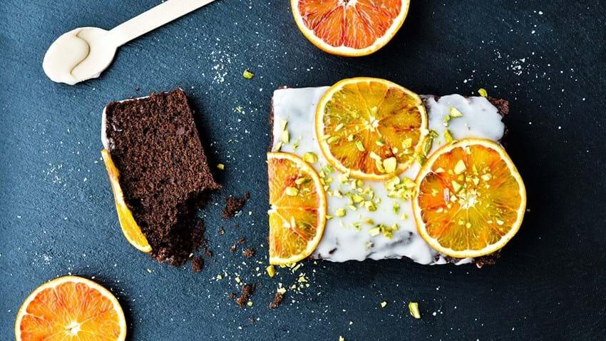 Svampet chokoladekage med olivenolie og citrusglasur