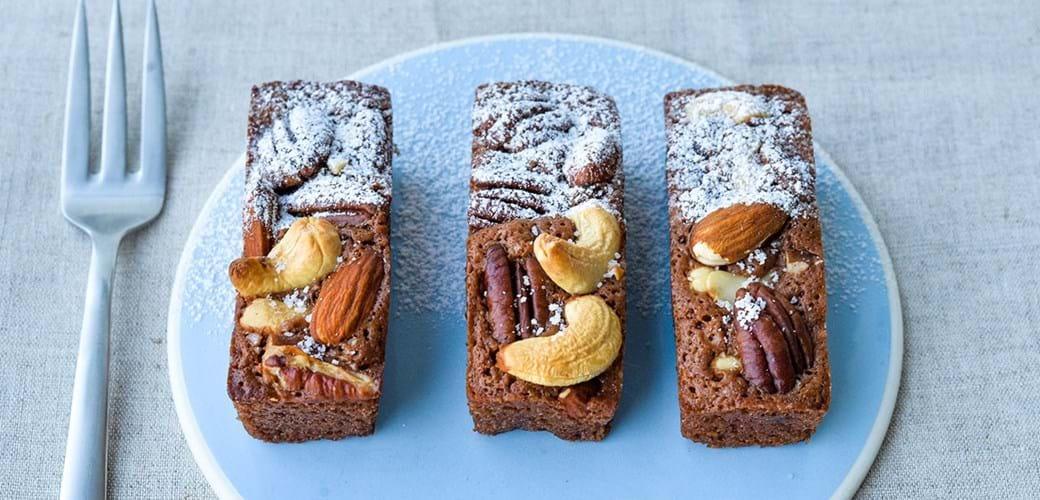 Små browniebarer - med mælkechokolade & nødder