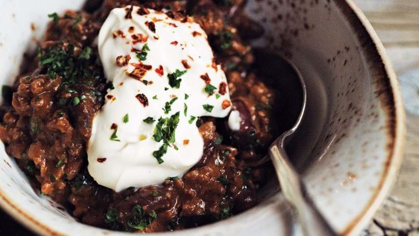 Chili con carne med Chocolate Bhut og mørk chokolade