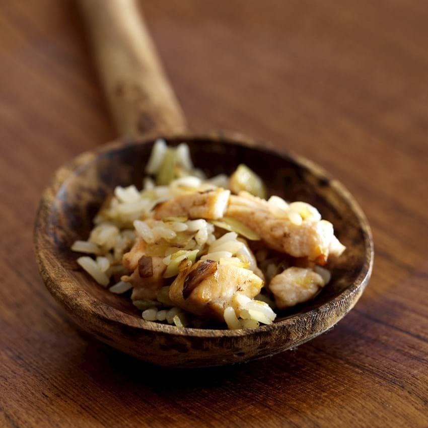 Ris med lynstegt kål og laks